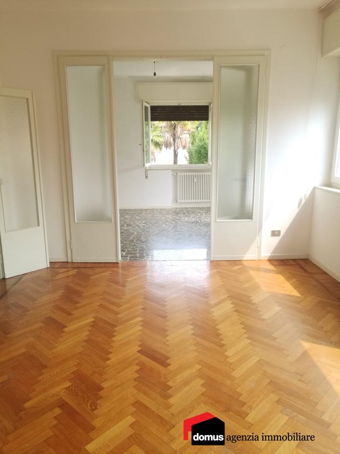 Appartamento in affitto a Thiene, 6 locali, prezzo € 650   CambioCasa.it