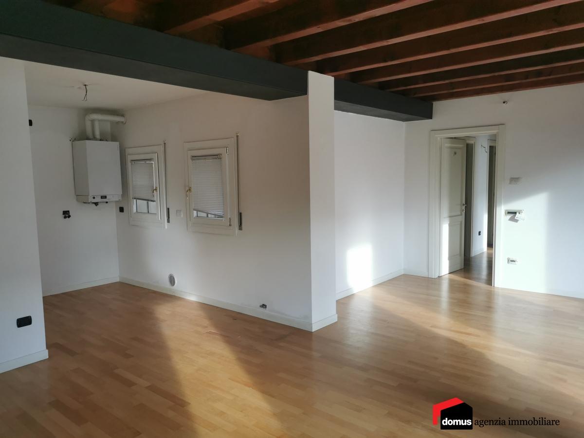 Appartamento in affitto a Thiene, 4 locali, prezzo € 650   CambioCasa.it
