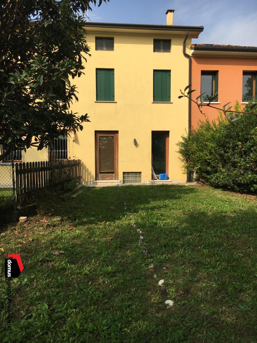 Villa a Schiera in vendita a Thiene, 5 locali, prezzo € 110.000 | CambioCasa.it
